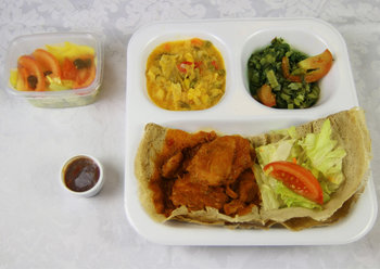 Kip in kerriesaus / Chicken in curry sauce